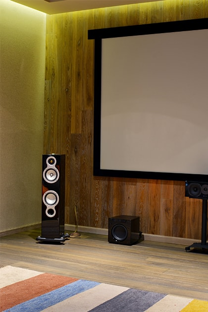 Motorise your projection screen to enjoy cinema at home!